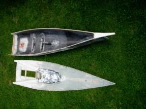 Black Pearl 21_Rumpf und Deck vor dem Verkleben