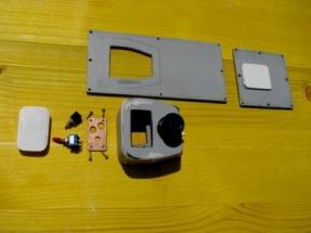 Black Pearl IMG_1644 Einzelteile der Deckel mit Schalter und Ladebuchsen