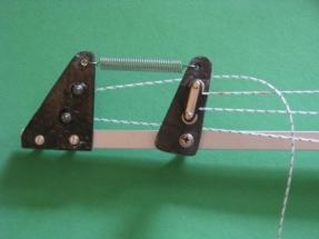 Black Pearl IMG_1805 A Vordere Umlenkrolle mit Spiralfeder zur Straffung der Umlaufschot