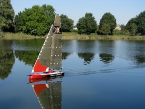 Black Pearl IMG_2389_DN So macht Modellsegeln Spass, bei leichtem Wind gleitet die Black Pearl ueber den See